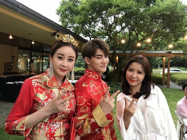 Hôn nhân viên mãn của Hoa hậu Hàn Quốc U50 và hot boy đáng tuổi con - Ảnh 4.