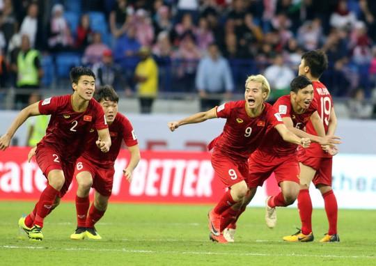 Làm gì để bóng đá Việt Nam đạt đẳng cấp châu Á: Chuyên nghiệp hóa cung cách quản lý - Ảnh 2.