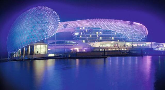 Hoàng tử UAE mua sạch vé, không cho dân Qatar vào xem bán kết Asian Cup quyền lực đến mức nào? - Ảnh 4.