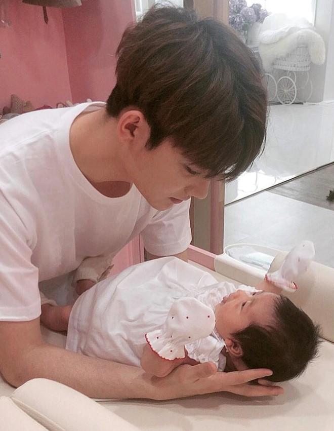 Hôn nhân viên mãn của Hoa hậu Hàn Quốc U50 và hot boy đáng tuổi con - Ảnh 8.