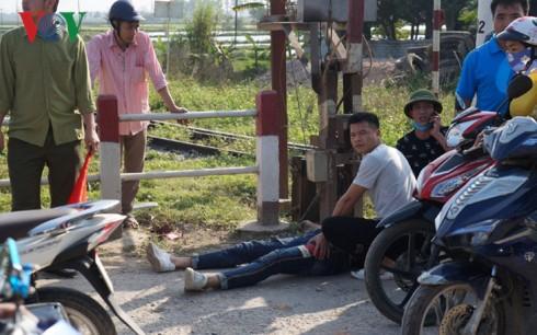 Tông vào lan can đường, ba thanh niên trên xe máy thương vong - Ảnh 1.