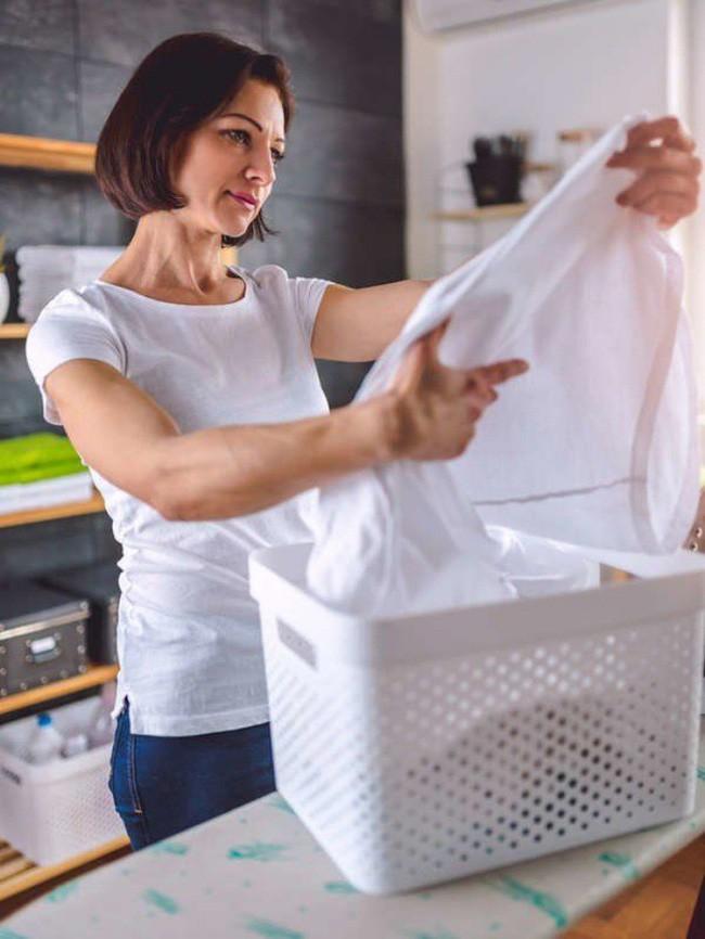 14 cách làm sạch nhà có thể bạn nghĩ là vô cùng điên rồ nhưng lại cực hiệu quả - Ảnh 8.