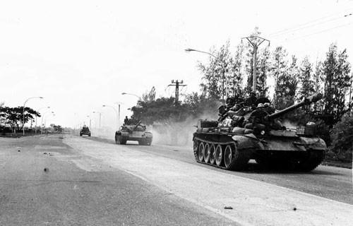 Chỉ nhanh thêm một chút, lực lượng truy kích của Quân đoàn 3 đã tóm sống được một thủ lĩnh Khmer Đỏ - Ảnh 1.