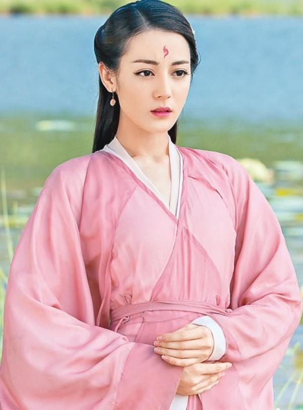 Đâu chỉ có Địch Lệ Nhiệt Ba, Tân Cương còn là vùng đất sản sinh ra hàng loạt mỹ nữ đẹp nghiêng nước nghiêng thành - Ảnh 2.