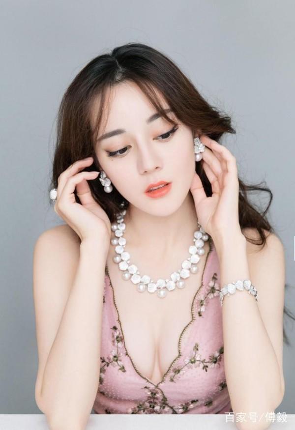 Đâu chỉ có Địch Lệ Nhiệt Ba, Tân Cương còn là vùng đất sản sinh ra hàng loạt mỹ nữ đẹp nghiêng nước nghiêng thành - Ảnh 6.