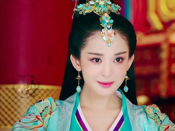 Đâu chỉ có Địch Lệ Nhiệt Ba, Tân Cương còn là vùng đất sản sinh ra hàng loạt mỹ nữ đẹp nghiêng nước nghiêng thành - Ảnh 10.