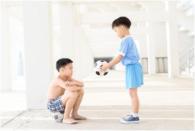 Chuyên gia Đại học Harvard chia sẻ 7 bài học giúp cha mẹ dạy con lòng nhân ái, biết suy nghĩ thấu tình đạt lý - Ảnh 1.