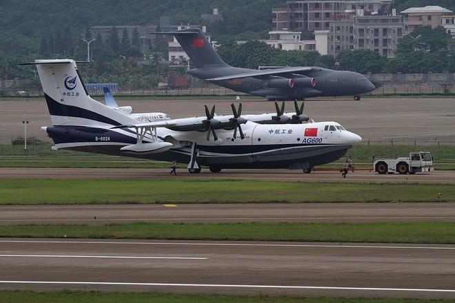 Ác mộng đối với Nhật Bản: Máy bay, tàu chiến Trung Quốc nhiều như ruồi bu - Ảnh 2.