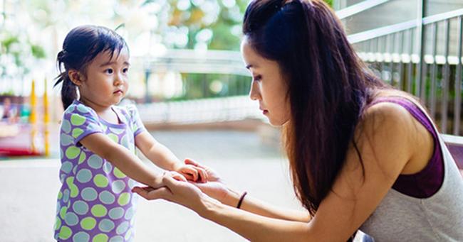Nghệ thuật phạt con vô cùng hiệu quả mà không làm tổn thương đến lòng tự trọng của trẻ, cha mẹ rất nên thuộc nằm lòng - Ảnh 1.
