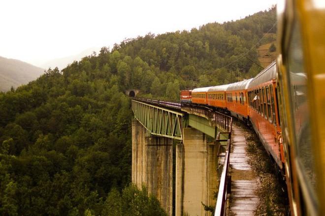 Nat Geo công bố danh sách 12 tuyến đường sắt nhất định phải đi thử một lần trong đời - Ảnh 1.