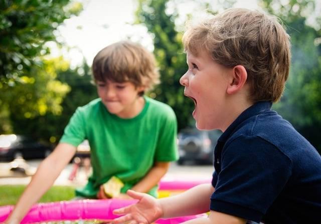 Đây chính là dấu hiệu nhận biết trẻ không vui khi đi nhà trẻ mà bố mẹ cần phải lưu tâm - Ảnh 1.