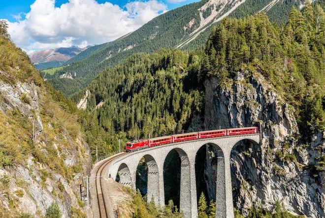 Nat Geo công bố danh sách 12 tuyến đường sắt nhất định phải đi thử một lần trong đời - Ảnh 5.