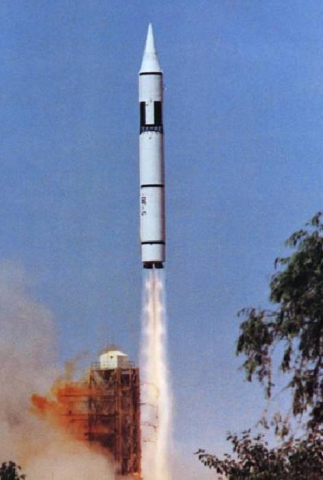 Mối đe dọa mới: Tên lửa lớn nhất TG của Trung Quốc chấp 3.000 đầu đạn hạt nhân Mỹ-Nga - Ảnh 2.
