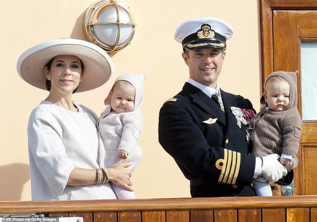 Vẻ đẹp đáng yêu của cặp song sinh hoàng gia từng gây sốt dư luận.