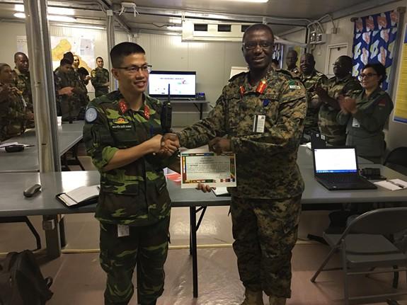 Rạng danh sĩ quan Việt Nam ở Trung Phi - Ảnh 1.