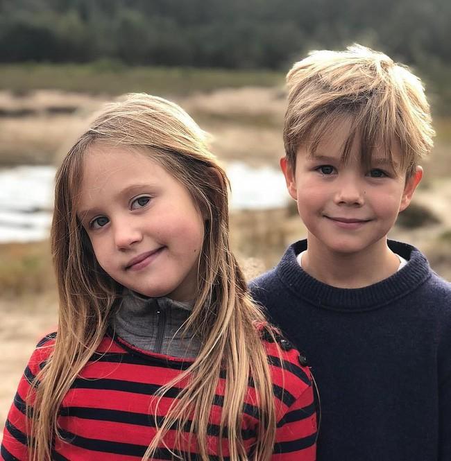 Bức hình mới nhất của cặp song sinh hoàng gia nhân dịp sinh nhật lần thứ 8.