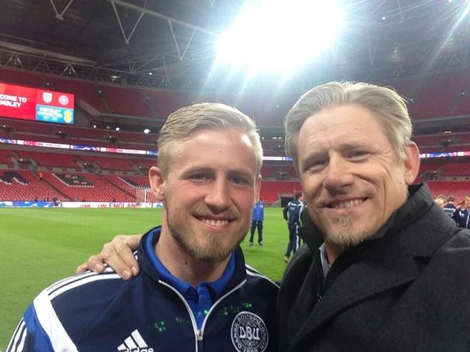Đằng sau vinh quang của nhà Schmeichel, có một cặp cha con thủ môn nhọ nhất thế giới - Ảnh 1.