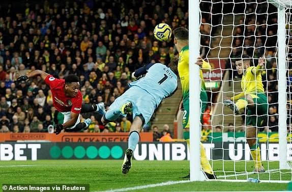 Vô duyên với 2 quả pen từ VAR, Man United vẫn bay cao trên BXH Premier League - Ảnh 10.