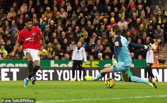 Vô duyên với 2 quả pen từ VAR, Man United vẫn bay cao trên BXH Premier League - Ảnh 6.
