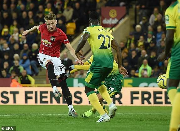 Vô duyên với 2 quả pen từ VAR, Man United vẫn bay cao trên BXH Premier League - Ảnh 2.