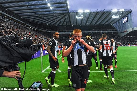 Thua mất mặt trước Newcastle, Man United tiến gần nhóm xuống hạng Premier League - Ảnh 4.