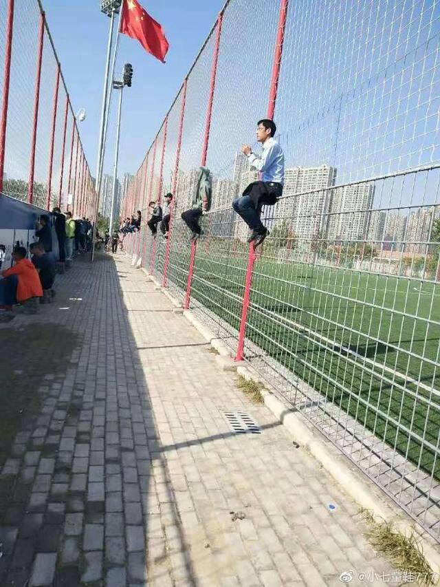 Lippi vừa từ chức, bóng đá Trung Quốc lại được phen dở khóc dở cười vì tình huống khó đỡ - Ảnh 2.
