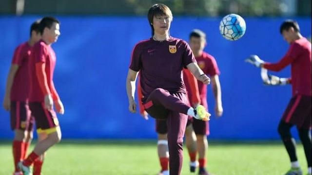Lippi vừa từ chức, bóng đá Trung Quốc lại được phen dở khóc dở cười vì tình huống khó đỡ - Ảnh 1.