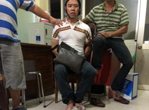 Bắt hai đối tượng cùng gần 20 bánh heroin và 6kg ma tuý trên xe ô tô ở Sài Gòn - Ảnh 1.