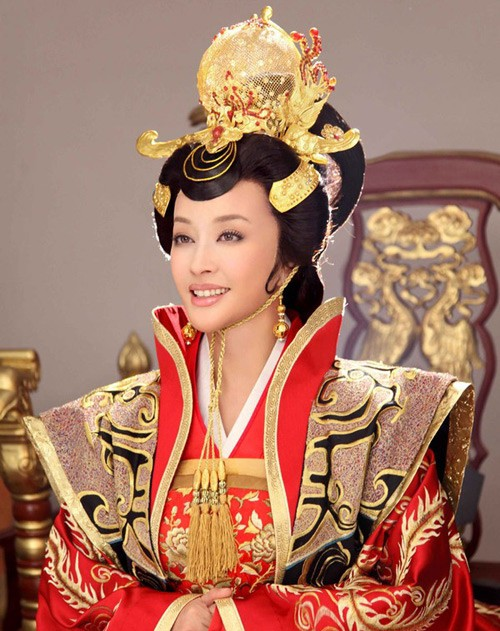 Võ Tắc Thiên Lưu Hiểu Khánh: Tỷ phú 4 đời chồng không ngại yêu trai trẻ - Ảnh 2.