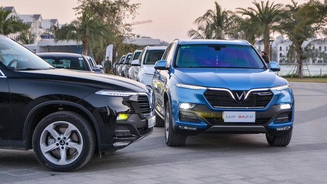 Vinfast Lux SA2.0 đổi màu xanh ngọc lục bảo độc nhất Việt Nam khiến dân xe mê mẩn - Ảnh 10.