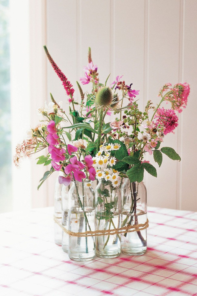 Những cách cắm hoa vừa dễ vừa đẹp trang trí nhà dịp Tết - Ảnh 14.