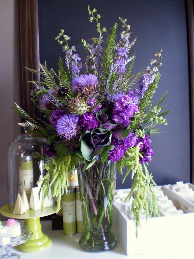 Những cách cắm hoa vừa dễ vừa đẹp trang trí nhà dịp Tết - Ảnh 3.