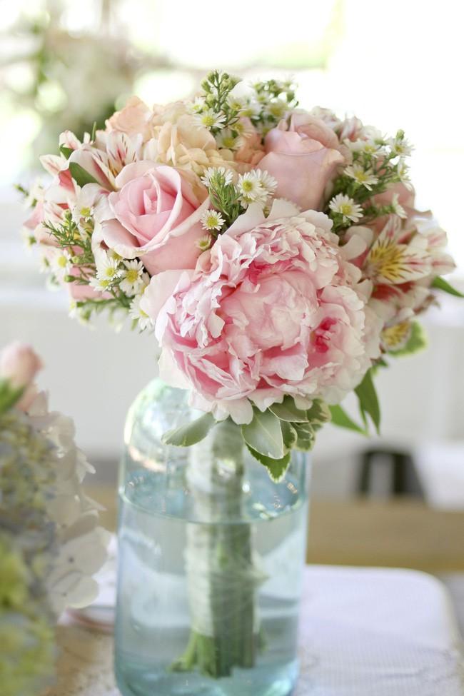 Những cách cắm hoa vừa dễ vừa đẹp trang trí nhà dịp Tết - Ảnh 10.