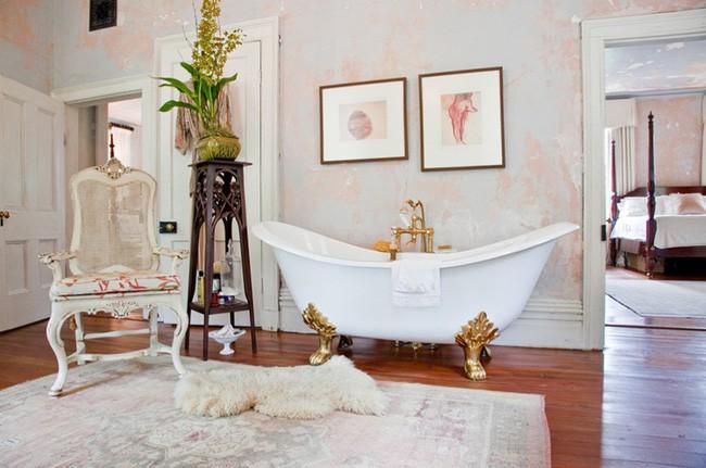 1. Không gian phòng tắm có lẽ là nơi ít tìm được cảm hứng trang trí. Bởi vậy khi mùa xuân năm mới gõ cửa, bạn có thể dọn dẹp gọn gàng, tạo cảm giác ấm cúng cho không gian này bằng tấm thảm vải nỉ với họa tiết xinh xắn là đủ để bạn luôn có cảm giác thoải mái và mới mẻ khi sử dụng.