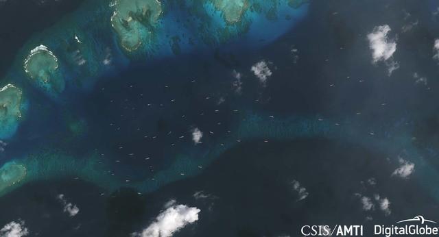 AMTI: Gần 100 tàu Trung Quốc ồ ạt cản Philippines xây đảo tại Trường Sa - Ảnh 2.
