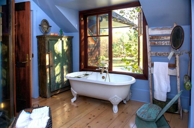 14. Khung cửa sổ rộn ràng màu nắng, rực rỡ tươi tắn với sắc xanh luôn là nơi được đặt bồn tắm để mọi người dễ dàng tận hưởng cuộc sống trong mơ cũng như yêu hơn mùa xuân đang về.