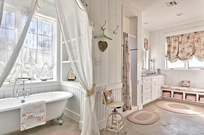15. Thêm rèm cho những phần khung cửa có nhiều ánh sáng. Chọn màu rèm cùng tông với màu vật dụng hoặc cùng với màu thảm để tăng sự kết nối không gian.