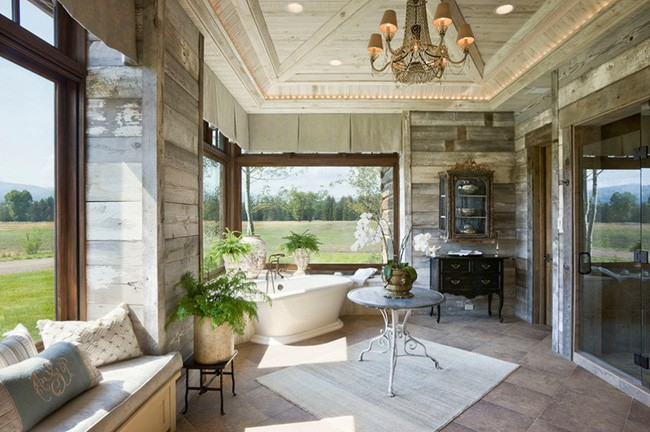 18. Góc phòng tắm mang phong cách đồng quê, duyên dáng và ấm áp trong nắng xuân khi có thêm điểm nhấn từ cây và hoa.