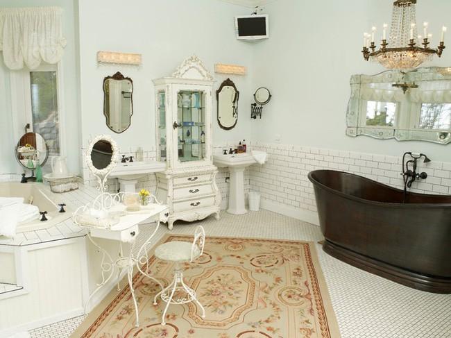 20. Tấm thảm với họa tiết bắt mắt theo phong cách Bohemian cũng là cách tạo điểm nhấn lạ mắt và khác biệt cho căn phòng vốn được trang trí theo phong cách cổ điển.