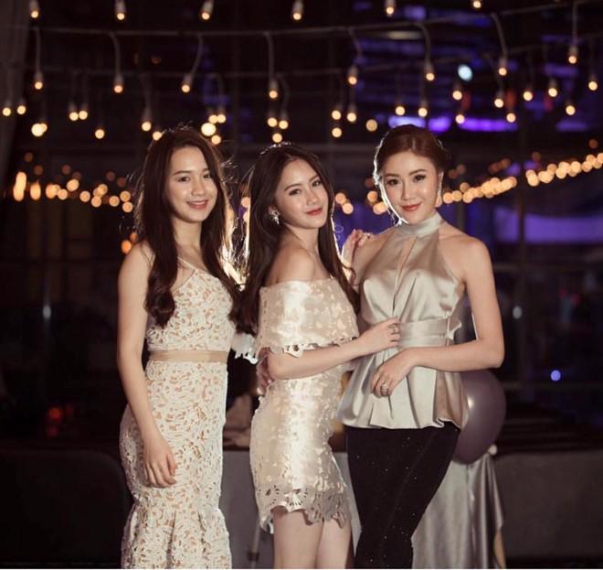 Nhan sắc gợi cảm của đệ nhất hot girl Lào vừa về Việt Nam ăn Tết, đăng ảnh check-in gây sốt - Ảnh 14.