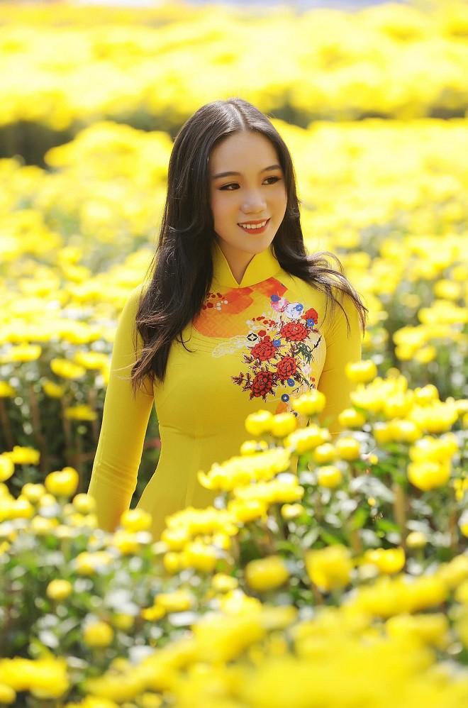16 tuổi, con gái NSƯT Trịnh Kim Chi đã cao 1m72 và xinh đẹp như hot girl - Ảnh 2.