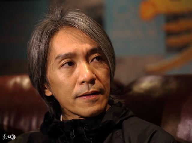 Fan bất ngờ chặn đường xin chụp ảnh, hành động của Châu Tinh Trì bị chỉ trích - Ảnh 3.