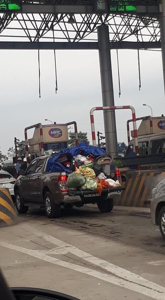 Chuyến xe chở cả quê hương quay lại thành phố sau Tết khiến nhiều người bật cười - ảnh 1