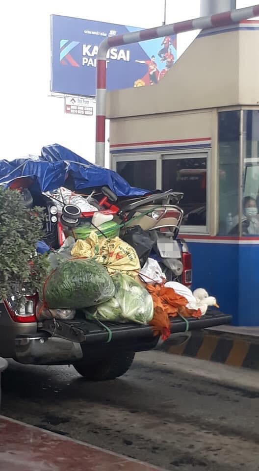 Chuyến xe chở cả quê hương quay lại thành phố sau Tết khiến nhiều người bật cười - ảnh 2