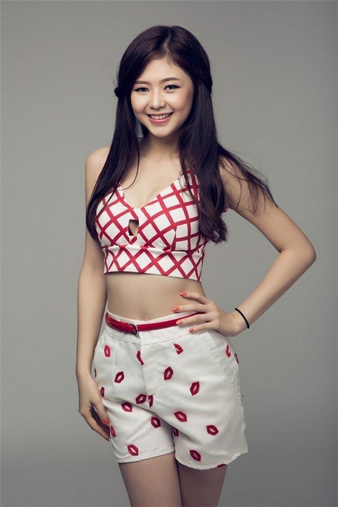 Danh tính nữ ca sĩ sexy, thường xuyên bị phát hiện dùng đồ đôi với Trịnh Thăng Bình - Ảnh 2.