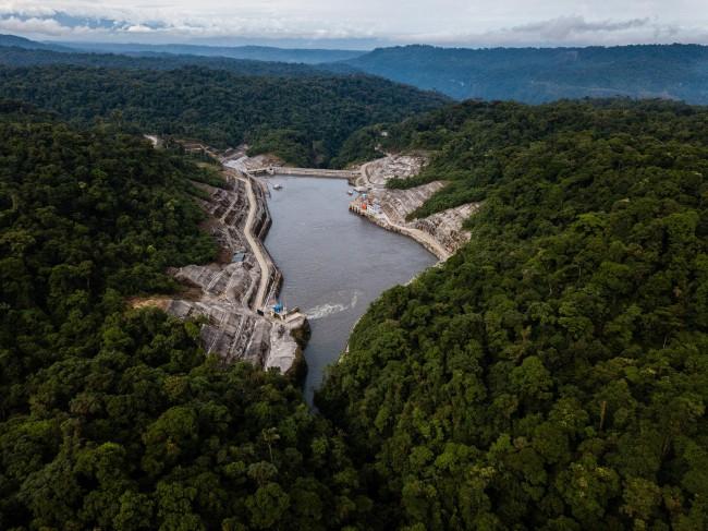 Trung Quốc bẫy nợ và bòn rút Ecuador bằng đập thủy điện khổng lồ - Ảnh 2.