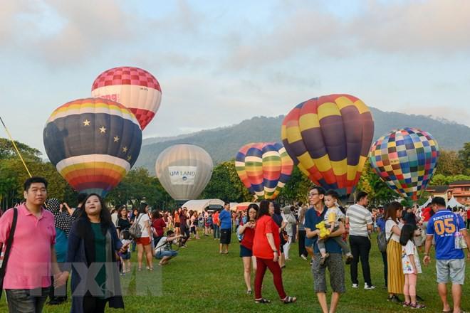 Hút mắt với lễ hội khinh khí cầu rực rỡ sắc màu tại Malaysia - Ảnh 1.