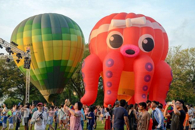 Hút mắt với lễ hội khinh khí cầu rực rỡ sắc màu tại Malaysia - Ảnh 2.