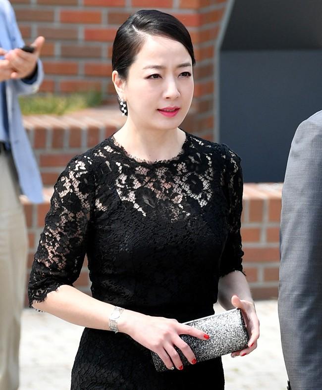 Cuộc sống làm dâu của sao nữ châu Á lấy nhà tài phiệt lừng danh: Đầy thị phi, đáng bội phục nhất là người cuối - Ảnh 3.