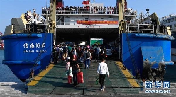 Người dân Trung Quốc ùn ùn kéo nhau về thành phố sau đợt nghỉ Tết - Ảnh 2.